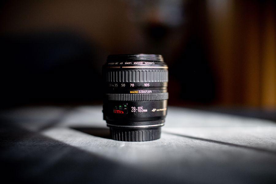 28-105mm camera lens