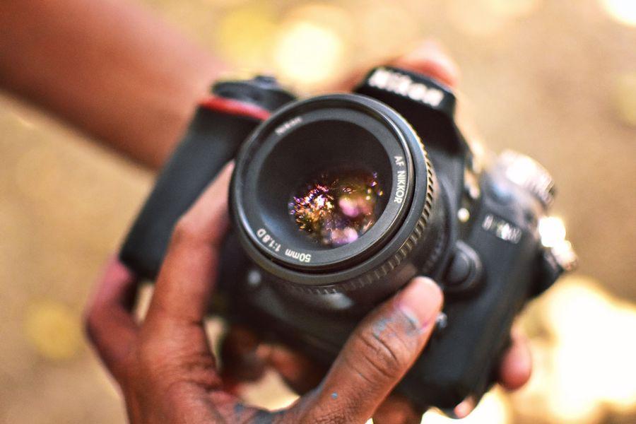 Hand adjusting the macro lens in a Nikon camera