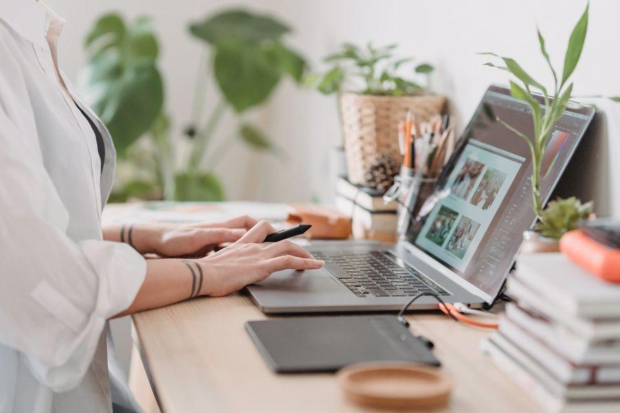 Woman tweaking the pixels per inch of her images in Lightroom